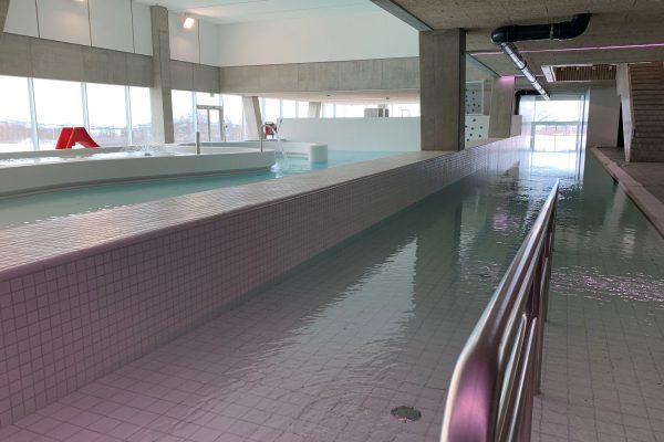 Vann i basseng